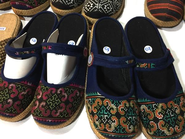 モン族市場の靴 2