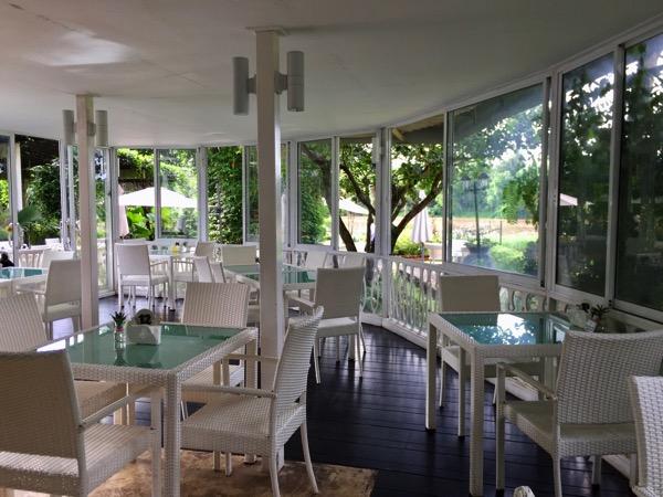Manorom cafe Chiang Raiの店内席