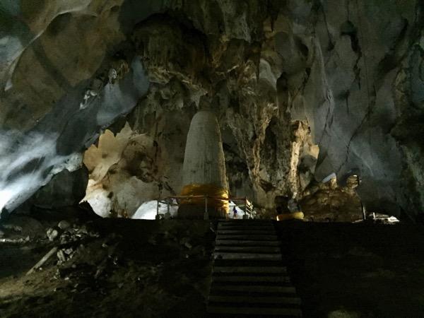チェンマイのサンカムペーンにあるムアンオン洞窟