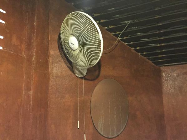 ポンプラバート温泉の個室の扇風機
