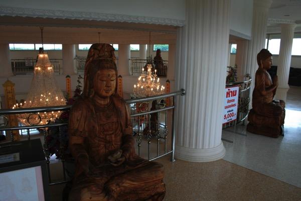 チェンライ県ワットフアイプラガン3階の観音菩薩像