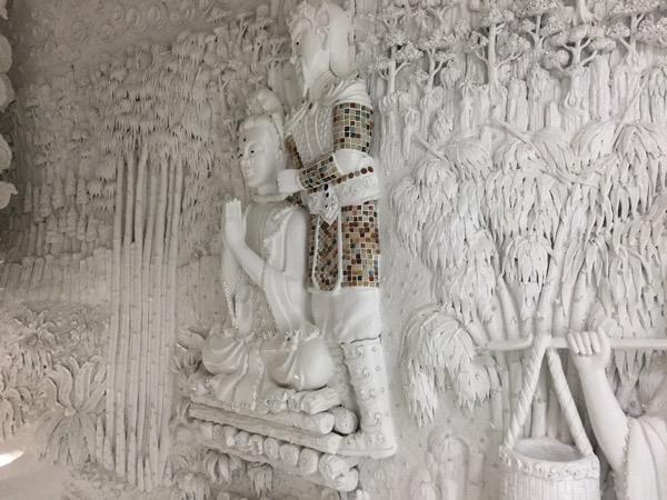 チェンライ県ワットフアイプラガンの観音像の23階の彫刻 3
