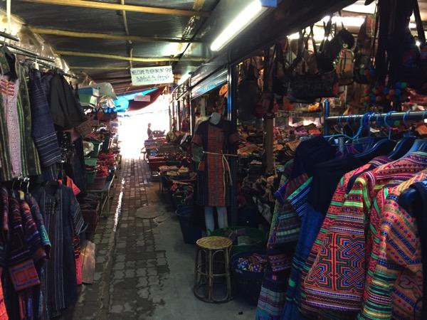 モン族市場の民族衣装