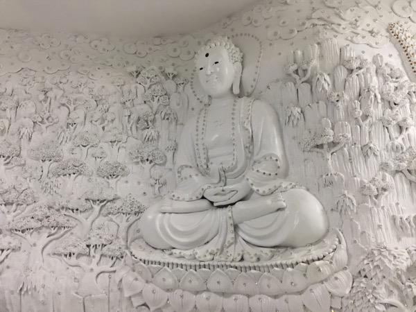 チェンライ県ワットフアイプラガンの観音像の23階の彫刻 1