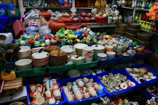 チェンマイのトンラムヤイ市場のキッチン用品 2