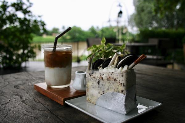 Melt In Your Mouth Chiang Raiのカフェラテとオレオケーキ