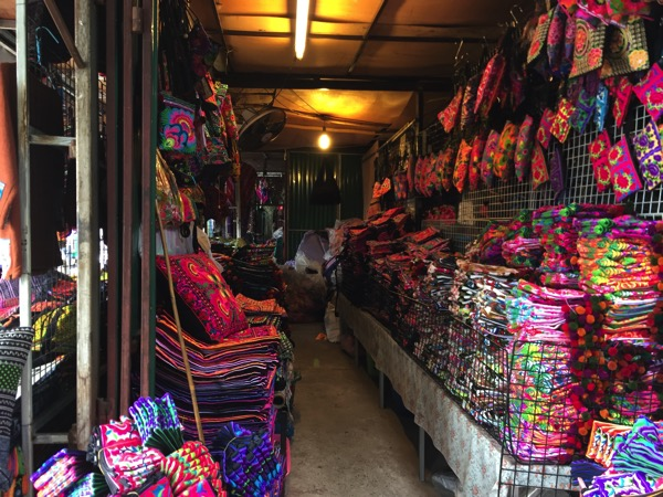 チェンマイのモン族市場への迷わない行き方と2017年の売れ筋人気商品
