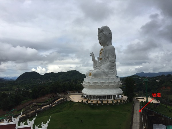 チェンライ県ワットフアイプラガンの観音菩薩坐像