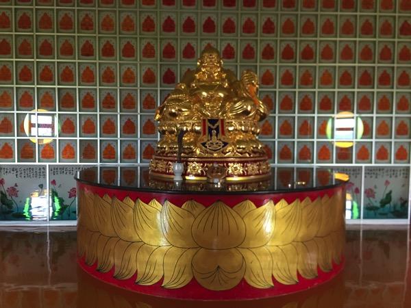 チェンライのワットムアンプッタメータークンナラムの布袋仏