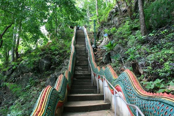 ムアンオン洞窟の階段の様子 2