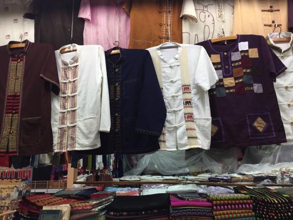 チェンマイのワローローット市場3階の民族衣裳売り場