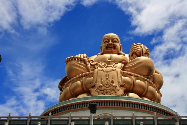 チェンライのワットムアンプッタメータークンナラムの布袋像