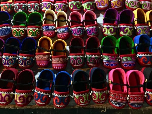 モン族市場の靴 1