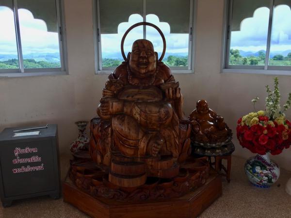 チェンライ県ワットフアイプラガン8階の弥勒仏像