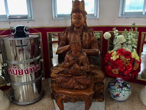 チェンライ県ワットフアイプラガン9階のシヴャ像