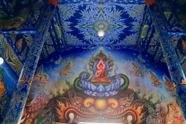 チェンライブルーテンプルーワットロンスアトンの壁画