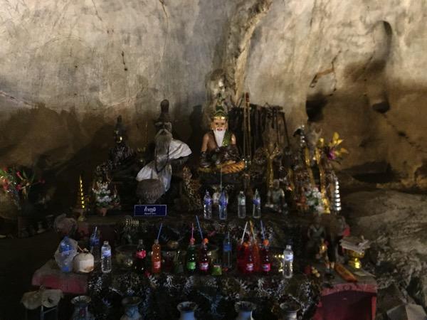 ムアンオン洞窟のルーシー像
