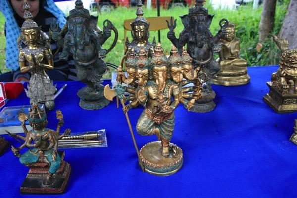 チェンマイノンホーガラクタ市場のガネーシャ像
