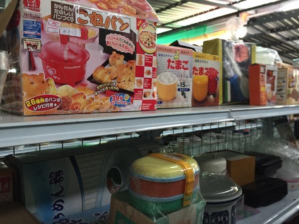 チェンマイの日本輸入リサイクル倉庫のおもちゃ