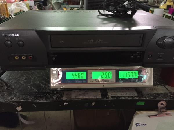 チェンマイの日本輸入リサイクル倉庫のビデオデッキ