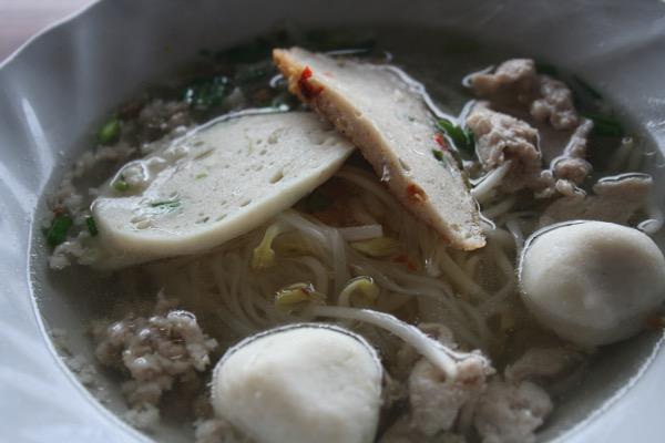 出汁の効いた透明なスープのタイラーメン