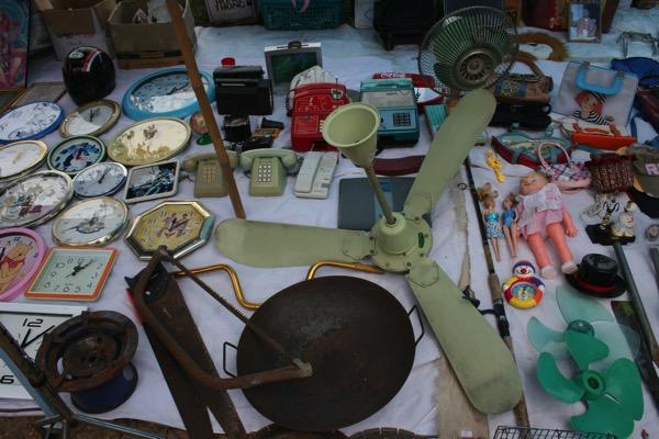 チェンマイノンホーガラクタ市場の工業品 2