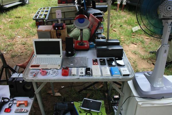 チェンマイノンホーガラクタ市場のパソコン