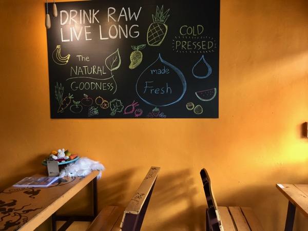 チェンマイのFRUIT PULSE Healthy juice barの店内席