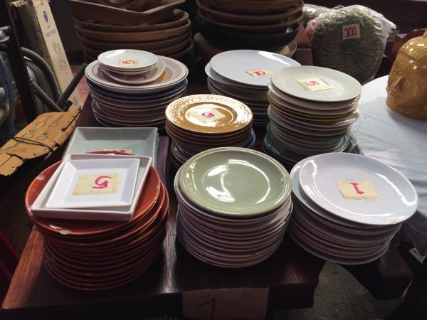 チェンマイのノンホイリサイクルセンターの食器-1