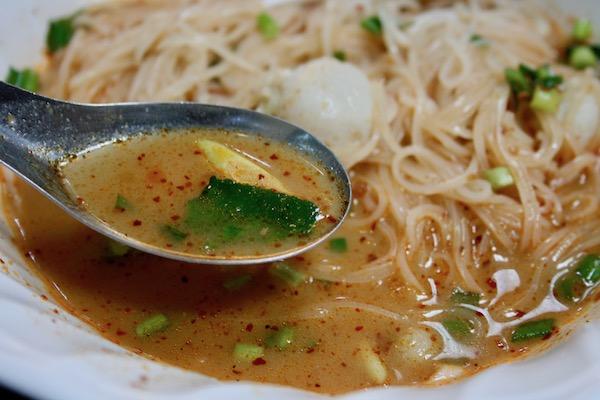 酸っぱ辛いスープ
