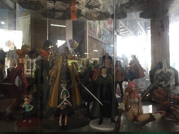 チェンマイのアウトレッドショップ-Ojisan日本中古倉庫のフィギュア-2