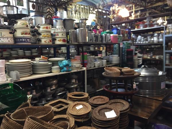 チェンマイのノンホイリサイクルセンターの食器 3
