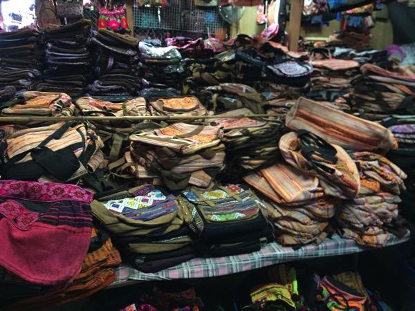 チェンマイのモン族市場の雑貨 3
