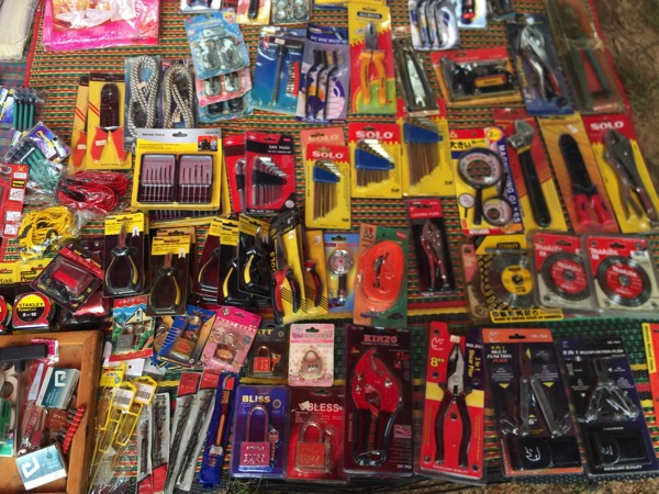 チェンマイノンホーガラクタ市場の工具 1