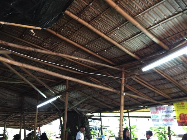 竹の掘っ建て小屋のイーサン料理店