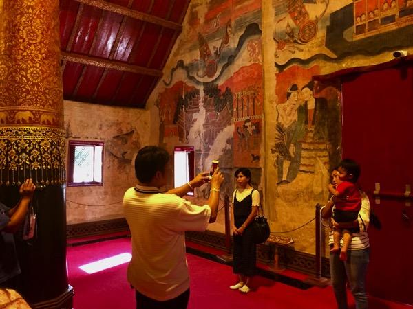 プーミン寺院の壁画「大地に共鳴する愛のささやき」