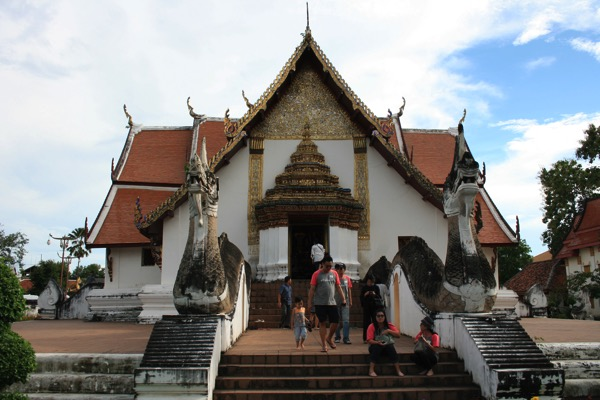 タイで最初に建てらてたチャトラムック様式の寺院