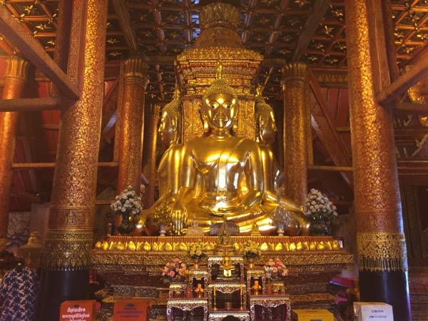 ナーン県にあるプーミン寺院のプラプラターンチャトラパック仏