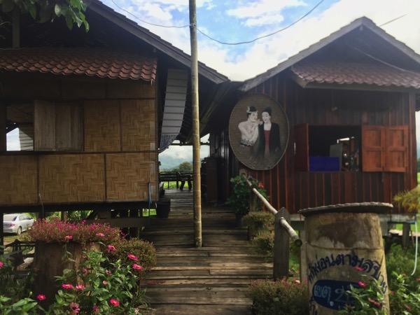 ナーン県のタイルー族のカフェの入り口