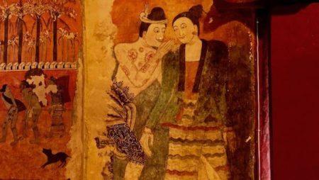 ナーン県の人気観光スポットワットプーミンの壁画『ささやく人』