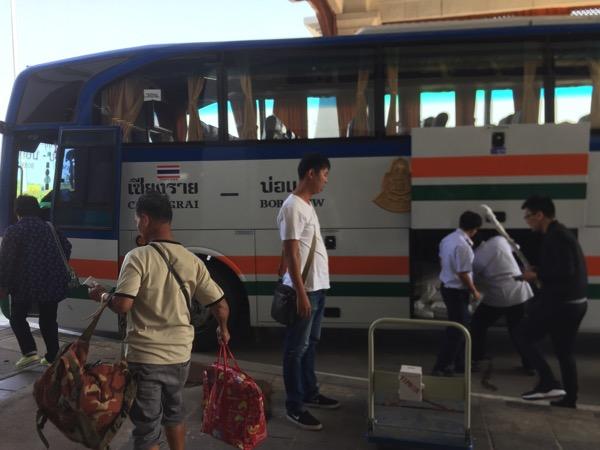 ラオスに行くシャトルバス