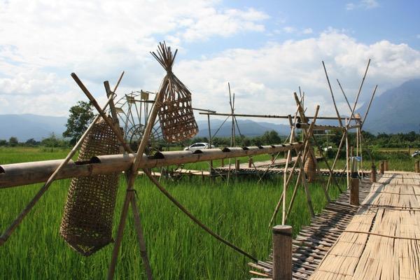 チェンマイの田園カフェの竹の橋 3