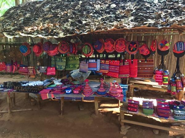 チェンダオの象訓練センターのお土産売り場