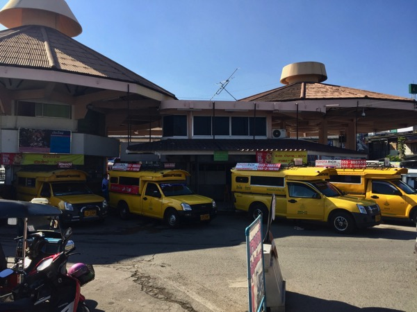 チェンマイ郊外路線バスが発着するチェンマイ第一バスターミナル  チャーンプアックバスターミナル