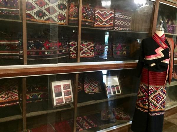タイルー族博物館の多種多様な織物 2