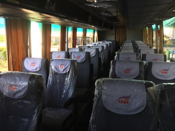 ラオスに行くシャトルバスのシート