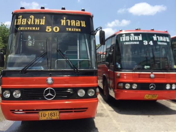 チェンマイ第一バスターミナルのチェンダオ 行きバス