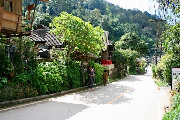 メーカンポン村