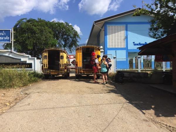 チェンダオの地元民が利用するバス停のソンテオ
