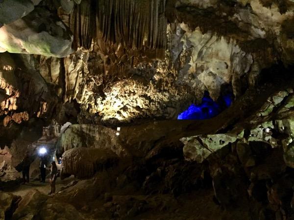 チェンダオ洞窟の鍾乳石